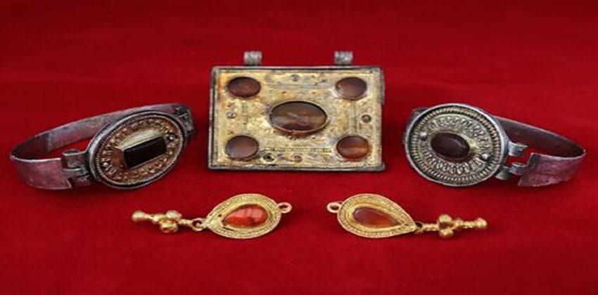 مجوهرات قديمة